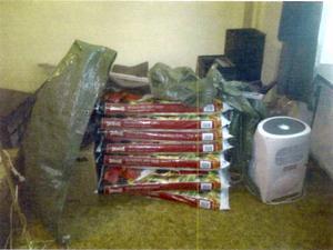 Jord och utrustning till en cannabisodling som polisen tagit i beslag i en bostad i Sundsvall.