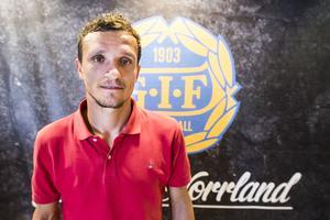 Shpetim Hasani kom till GIF Sundsvall förra året och nu är även hans kontrakt utgående. Anfallaren har unden den senaste tiden varit missnöjd med den speltid han fått i klubben.