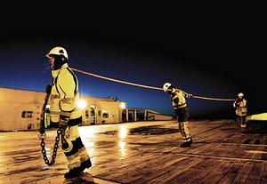 Trossläp. En av många dokumentära bilder som skildrar dagens sjömannaliv av Stefan F Lindberg som får ta emot årets Ahlbäckpris av Johan Ahlbäckstiftelsen.