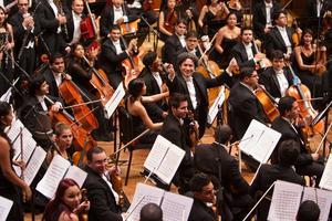 Gustavo Dudamel och Simon Bolivar-orkestern sprider musik till barn och unga. Arkivbild.