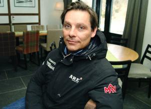 Håkan Hansson var själv en gång puckelpiståkare i världsklass. Nu är han Jon Olssons manager.