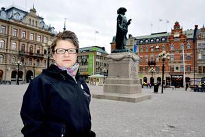 – Jag tycker det är lite tyst både bland folk och inom partiet för att bevara Sundsvalls sjukhus, säger barnmorskan Jenny Bjerkås (S).