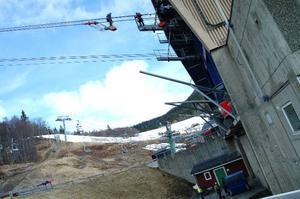 Arbetena görs vid dalstationen, som här, och vid bergstationen uppe på Skutan. Jobbet kommer att ta cirka 8 veckor och kostar 14 miljoner kronor att utföra.