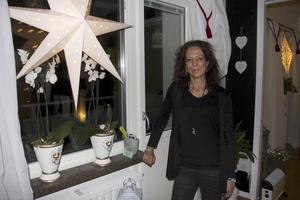Nu. Helena bor i Västanfors  och minns när hon var Fagerstas lucia med värme. Numera firas lucia genom att titta på barnbarnens uppträdanden.