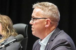 Peter Johansson och övriga Sverigedemokrater anser att det handlar om tvångsåtgärder när staten anvisar flyktingar med uppehållstillstånd att bo i Östersund.
