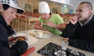 Markus Sundvall, Lars Lindblom och Alexander Käller tycker att maten oftast smakar bra och är variationsrik.
