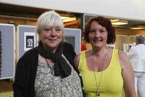 Bodil Halvarson fanns med och hjälpte till och Jenny Hansen är ordförande för Härjedalens Pride som anordnar utställningen.