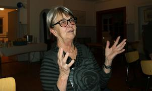 Gudrun Åberg ser matchen Mora-Leksand i förrgår i Styrsjöbo bystuga.