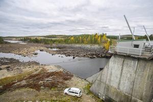 Flera fritidshus nedströms dammen är i farozonen om den skulle brista.