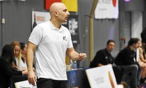 Jotti Nikolaidis,  tränare i Köping Stars.