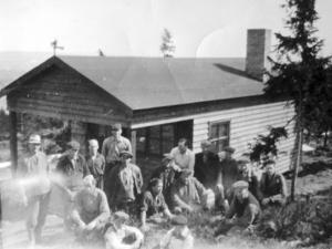 Toppstugan på Nybroberget blev efter att den byggts färdig snabbt ett populärt utflyktsmål.