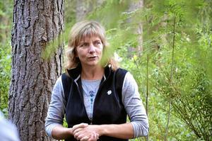 Utomhuspedagog. Lotta Carlegård reser land och rike runt och leder fortbildningen under namnet Skogen som klassrum.
