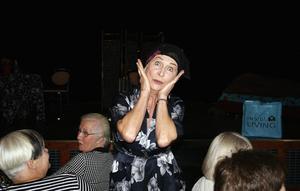 Kvällens stora dragplåster, den uppskattade skådespelerskan Kim Anderzon, lockade fram många skratt med pjäsen Grymt fett, härlig mix på Hofors Folkets hus i oktober 2007.