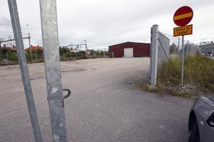 För nära järnvägen? Trafikverket är fortfarande kritiskt till den planerade Lidl-butiken på före detta Ljustorgets tomt i Ljusdal.