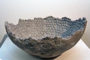 Spår - lerskål av Maria Bergstrand.