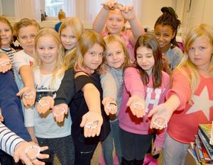 Kvarnsvedens skolas tredjeklassare jobbade med diabetes-tema. Eleverna i 3B gjorde bland annat armband med texten
