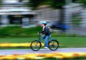 Länsborna är bättre på att använda cykelhjälm än Medelsvensson.
