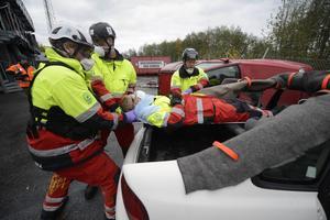 Det sitter i ryggraden när personal från räddningstjänsten och ambulansen räddar människor ur kvaddade bilar.