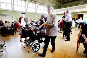Även rullstolsburna fick sig en sväng om på dansgolvet.