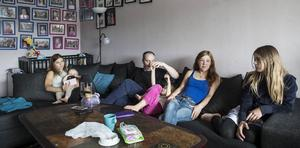 En familj med många frågor. Nathalie, Jennifer, Jan-Åke, Sara, Ulrika och Saga har en enda önskan. Att Jennifers mage ska undersökas så de får veta varför hon inte kan ta emot maten hon äter.
