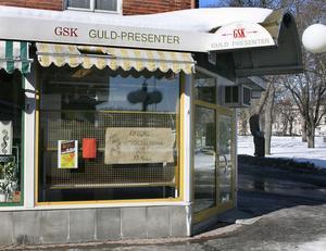Guldsmedsbutiken GSK:s lokaler står tomma efter konkursen. Här görs inga smyckesreparationer längre.