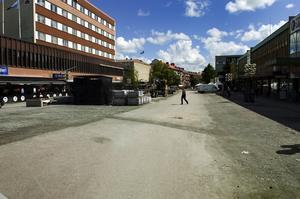 Byggarbetsplats. Just nu är en stor del av Stationsgatan en enda byggarbetsplats... Foto:Mattias Nääs