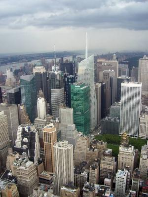 NÄRMARE MOLNEN. Utsikten från Empire State building, strax innan                                                 ovädret slog till.