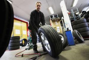 Örjan Strömberg tycker att arbetsmiljön är bra. – Det är ett mycket växlande och fritt jobb, säger han.