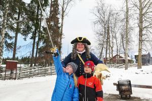 Med svärdet från Anders Larssons kapten Daniel von Naudelstadt segrade Anders Vidfamne och hans karoliner, där även Gustav Nylén var med.