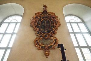 Epitafium, minnestavla, i Karbennings kyrka. Hur har denna pjäs hamnat just i Karbenning? Hör av dig till Fagersta-Posten!