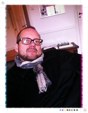 Mats Jonholt, Gävlefotograf numera verksam i Stockholm sedan några år. Hemma från jobbet, på Lidingö med förkylning och feber :( Ingen höjdare den 11.11.11 kl 11.11 alltså...