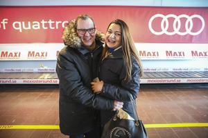Paret Filip Gilbert och Sylvie Vermeersch landade på Åre Östersund Airport för vidare transport till Fäviken. De bor i Dubai och Köpenhamn, och matresan till Jämtland är en födelsedagspresent från henne till honom.