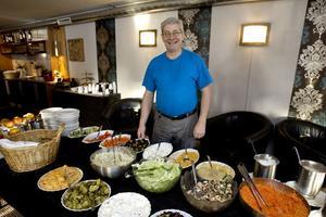 Jannis Eskitzis driver restaurang 49:an,  som inte får vara kvar i kvarteret Smedjan när det ska byggas ett nytt tingshus. Foto: Arkiv
