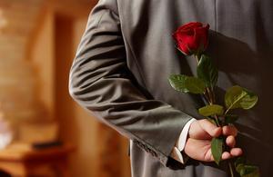 Rosen du ger bort kan innehålla upp till 16 olika bekämpningsmedel.