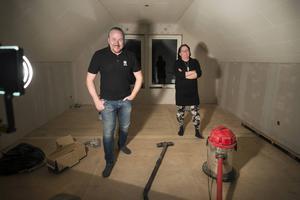 Familjen Poll håller på att färdigställa övervåningen i huset.