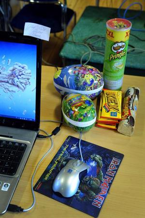 Deltagarna på påsklovets LAN hade laddat upp med godis och proviant.