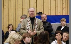 -- Det bästa med det här förslaget är att det är ett förslag, sade Lennart Granquist som förordade en höjning av skatten för skolornas skull.FOTO: ANDERS BJÖRKLUND