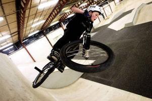 Oskar Stattin är tretton år och kör BMX i nybyggda Drakstaden som tjuvöppnade i helgen.