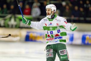 Kaptenen i storform. Magnus Joneby har aldrig inlett en säsong bättre än han gör nu. Mittfältaren har gjort fyra mål.