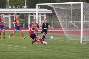 Jenny Blomdahl avslutade målskyttet i damderbyt.