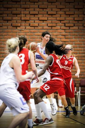 Anne Farrell var tredje bästa poängplockare för Jämtland mot Sundsvall. Den amerikanska centern satte elva poäng.Arkivbild: