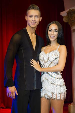Rebecca Stella dansar med Alexander Svanberg.