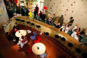 Runt 600 ungdomar samlades på Multi Challenge. Där kunde de dansa disco, se på uppträdande eller utföra de traditionella verksamheterna.