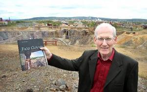 Daniels Sven Olsson ger ut en ny bok om gruvan, Falu gruva. Senaste boken om gruvan gavs ut 1979 och sedan dess har mycket hänt och nya rön kommit fram.  FOTO: CURT KVICKER