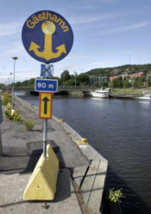Skylten som säger att här finns en kvalitetssäkrad och betygsatt gästhamn. Den och förtöjningsbryggorna är allt som finns kvar i Sundsvalls Gästhamn.