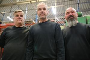 -Det här är jättebra för oss alla, säger från vänster Lasse Smångs, arbetsledare, Mikael Mårten, produktionsanställd och Mikael Berglund, som  bland annat arbetar med planering och orderingång, samtliga, på MCM.