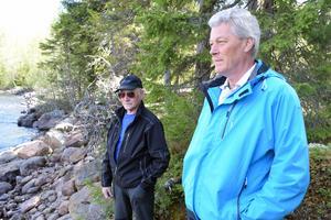 Börje Cedeskog, till höger, hoppas att Trandstrands besparingsskog får klartecken för att bygga upp kraftstationen igen, som Malte Martinsson för 40 år sedan var med och stängde.