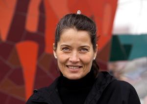 Programledaren Agneta Sjödin skiljer sig med ungdomskärleken Per Alkebäck.