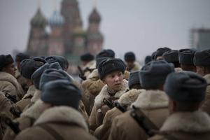 En rekonstruktion av en parad till minne av Moskvas försvarare.