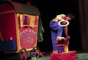 Magiska ringar, klossar och ... allt möjligt, gav sig clownen Daff-Daff på.